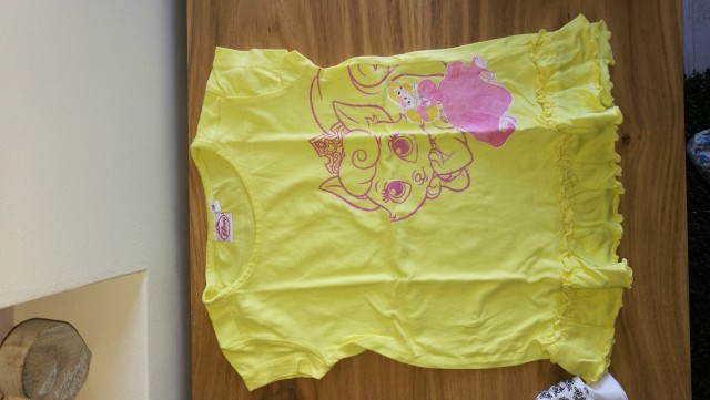 Kinderbekleidung-Maedchen - foto