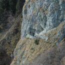 V živo skalo vklesana trdnjava.
