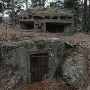 Bunker na Zalodnikarjev griču z še originalnimi polknicami.