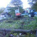 kopač pa začel rušiti vrt...