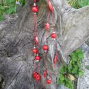 321 Verižica rdeča dvojna akrilne perle+les+kovinski delčki*