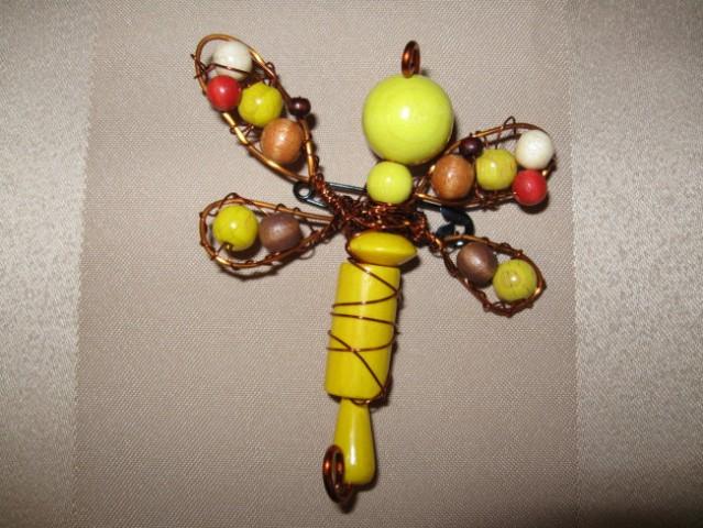 19 Broška kačji pastir rumeno-oranžno-rjav les+žica+perlice