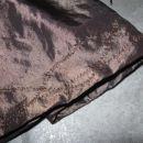 101 Detajl (na podlogi) rjavo-zlatega krila*