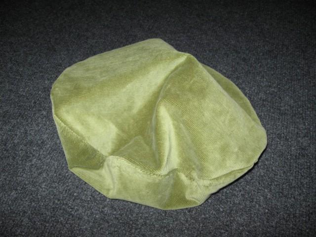 1 Baretka jabolčno zelena, žamet (M)