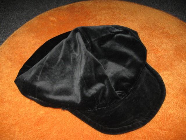 5 Kapa črna pliš (M)