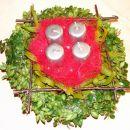 Drugi adventni venček 2006 - pušpan, cvetličarska goba napikana z belo omelo ter notri sve