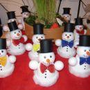 snežkoti, ustvarjeni za novoletni bazar v službi