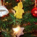 To je vse obešeno na smrečici: Zvončki iz das mase, ki so jih naredili moji otroci v vrtcu
