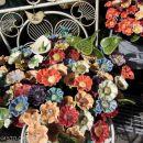 ulične prodajalne....porcelanasto cvetje