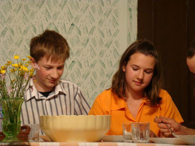 Veseloigra Kokošja večerja - foto