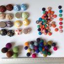 Filcane Perlice in obleceni gumbki. Samo komplet s slike. 4€