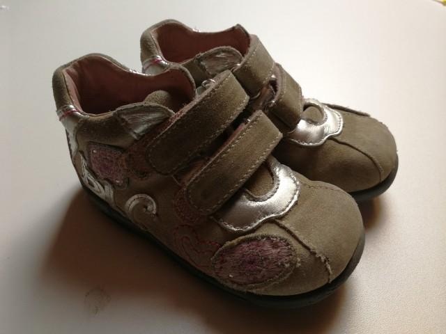 Čevlji za deklico št. 22