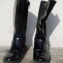 Črni, delno lakasti škornji, št. 30 - 30€