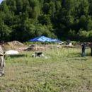 Sekundarno množično grobišče Bratunac pri Srebrenici (avgust 2004). Okoli 300 žrtev naj bi