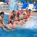 skupinska ob bazenu