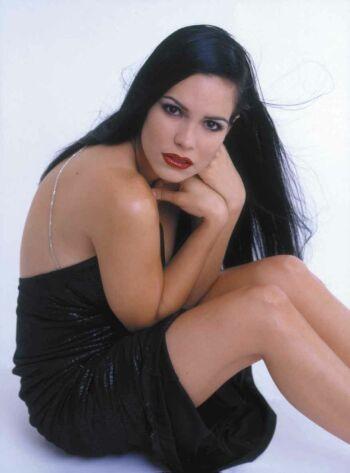 Scarlet Ortiz - Camila - foto