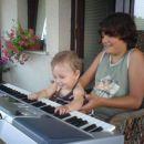 s stričkom igram na klaviature
