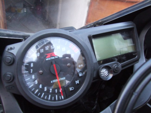 Honda iz garaze Suzuki v garazo - foto