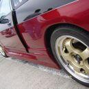 Kot pravi Nissan tudi tale Sky R33 GTS rjavi na zadnjih blatnikih.