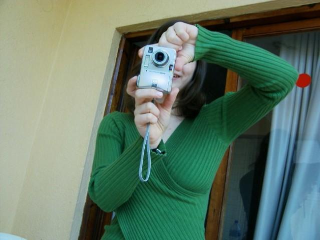 Newem kdo ji je dal fotoaparat, če pa ne zna slikat.