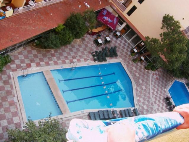 Skok v bazen? em... ne!!!
