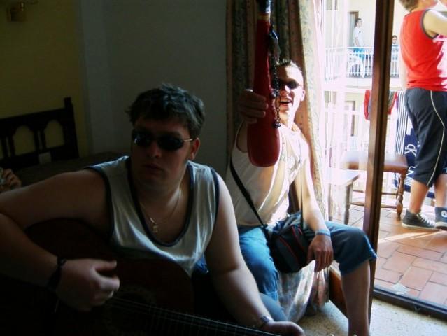 Učenje kitare ob litru dobre sangrije
