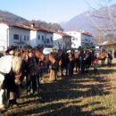 Konjeniki in v ozadju Kobariški stol