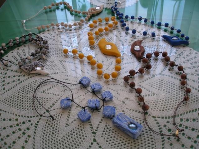 Fimo verižice s steklenimi kamni