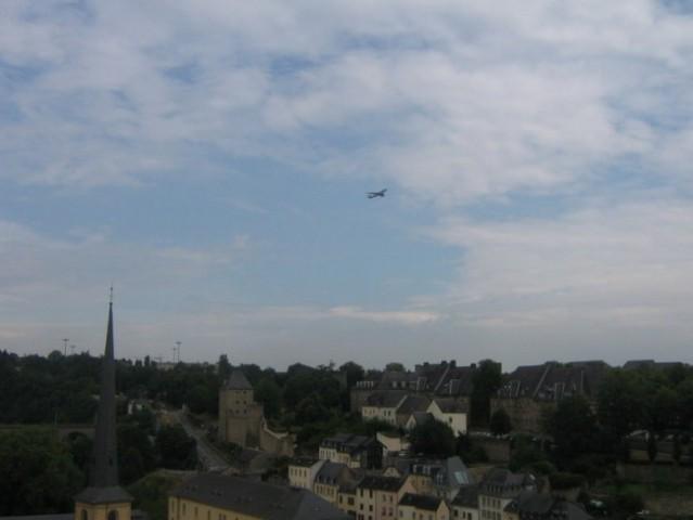 Kako nizko letijo avioni nad mestom Luksemburga