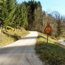 V Gaberkah pri Šoštanju zavijemo desno na makadamko cesto, kjer se prične lušten vzpon