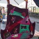 Torbica Matin~ VILE Z MIŠKO V HIŠKO~ Asimetrična in divjih barv na globoki vijolični podl