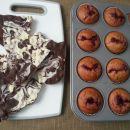 domača čokolada in muffini s slivovim nadevom