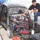 Hrošč s sprednjim motorjem