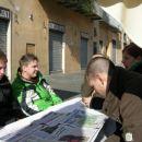 Branje Il Romaniste ob kavi na Piazza Navona