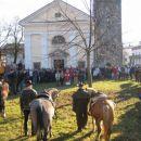 Pred Idrsko cerkvijo