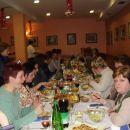 desno Verovnika, Jelcy,dama v belem riba-ribica, levo spodaj Katjuscha, za njo Stani, kuha