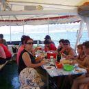 Se že mastimo, z desne- Anamarijin mož, Matjaž z ženo, riba racarak z možem, MajaMarko, de