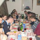 Polna miza...da ne rečem požeruhov, a ne  :)