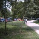 Pot vodi v gozd in je v glavnem po gozdu