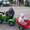 tako pa ima Alina urejen prevoz po ulici - marec 2007