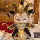 ena maska u trgovin =)) s čipkam na otoku čipk =))