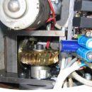 V navpično cev sem vgradil prenose za premik po obeh oseh in elektronski del.