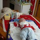 pri babici na vikendu sem med previjanjem polulal mizo :-))