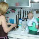 mamici pomagam kuhat kosilo za mene :-)