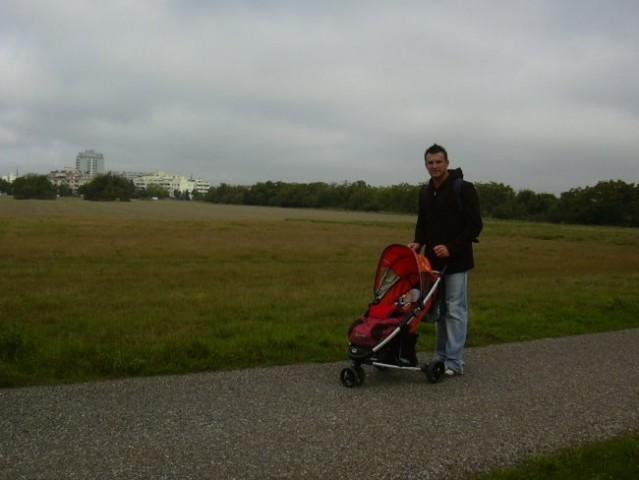 Na sprehodu, jaz sem takoj zaspal :-)