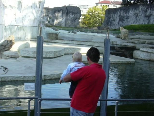 Jaz, ati in beli medved! :-)