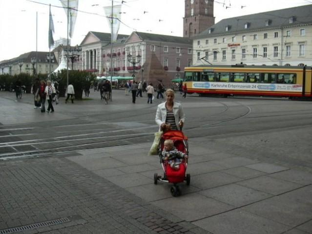 V centru mesta...