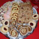 Mandljevi piškoti, pistacijevi polžki, domači prijatelj, polnjene fige...