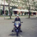 am no ja jst na motorju yamaha sexy motor pa še moja barva =)